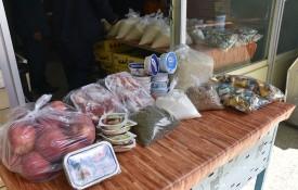 توزیع موادغذایی به مناسبت فرارسیدن عیدنوروز بین بیماران تحت پوشش انجمن خیریه حضرت قمر بنی هاشم(ع)