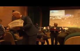 اجرای مراسم گل ریزان در جشن میلاد حضرت قمر بنی هاشم(ع)